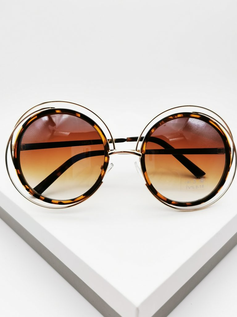 Callel Cut-Out Detail Round Tortiose Print Sunglasses